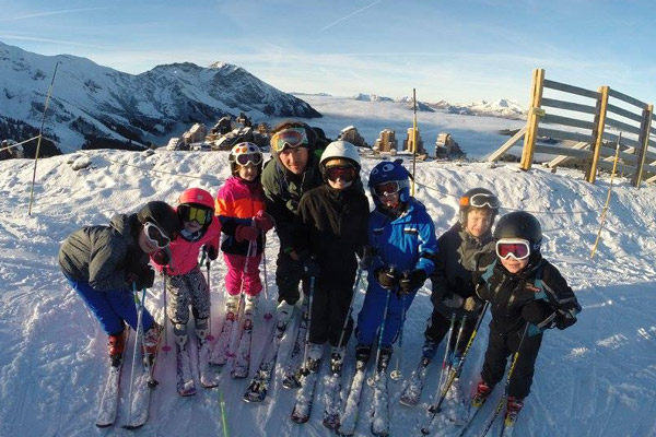 Children's group ski lessons